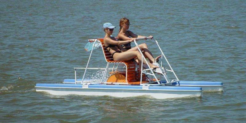 для путешествия по реке 76 туристов заготовили лодки и ялики четырехместных