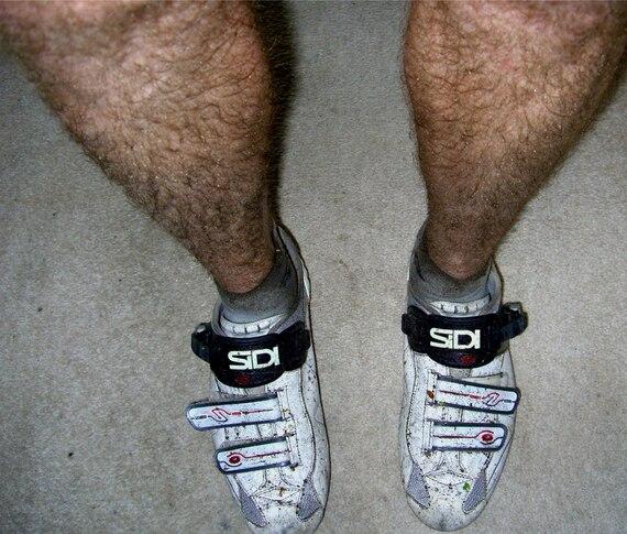брею член и ноги фото