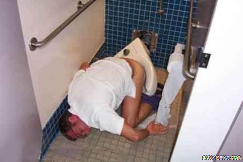 Русские мужики в туалете 23 фотография