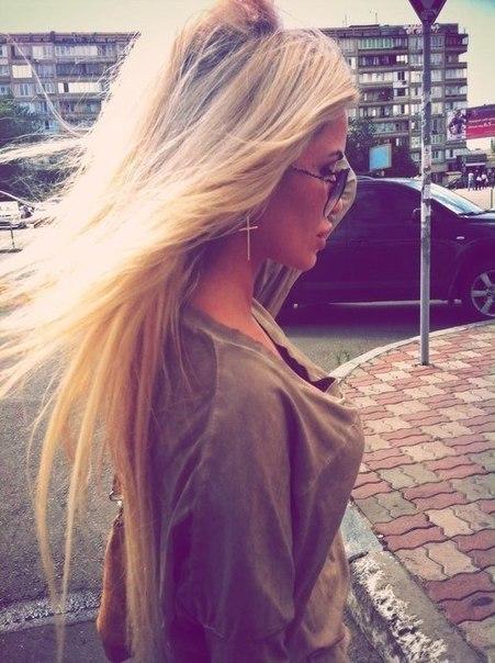 фото блонди в соц сетях сзади сбоку сзади