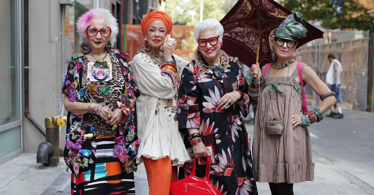 Красивая стильная бабушка
