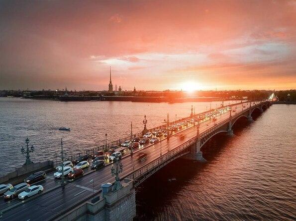 даже когда закрывается литейный мост данный момент