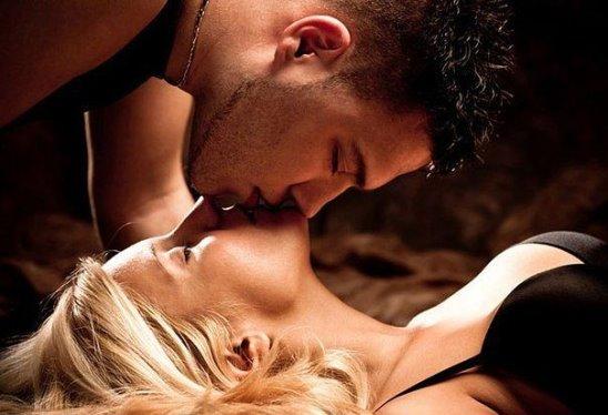 страстный поцелуй влюбленных фото