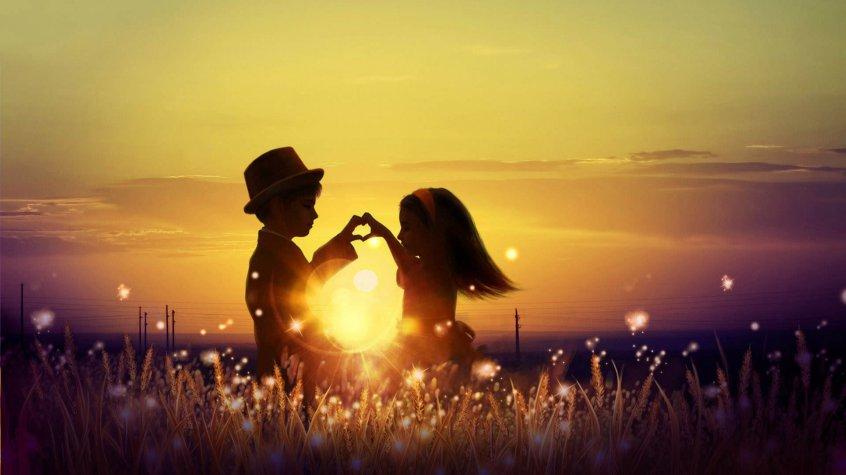 фото девушек в лучах заходящего солнца Сен-Тропе месяцам