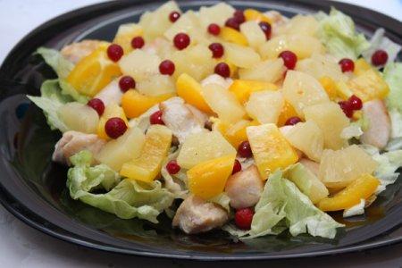 Салат из ананасов с фото