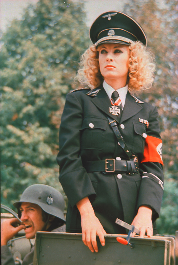 nemets-trahaet-partizanku