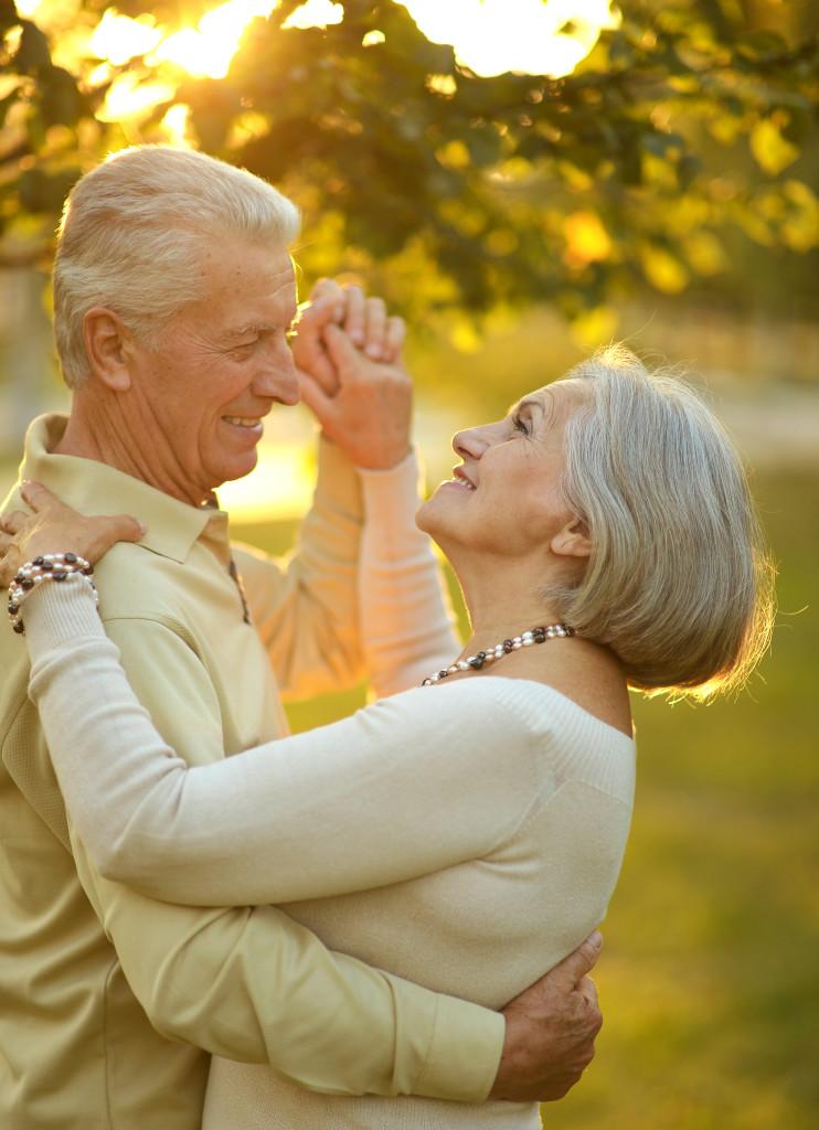 Фотки женщина средних лет пригласила парня полный рот невытаскивая