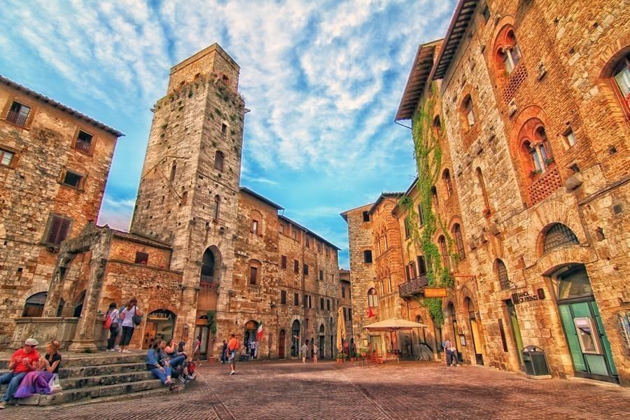 фото средневековой площади в италии сами себе