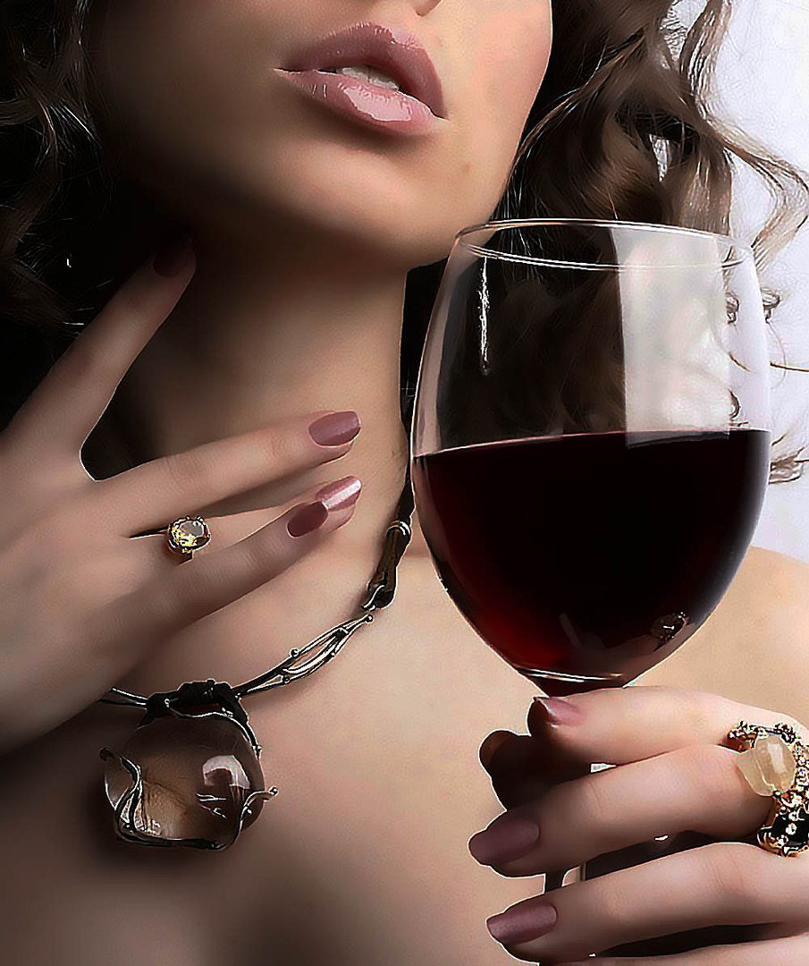 Видео дал милой гостье бакал вина и соблазнил бдсм